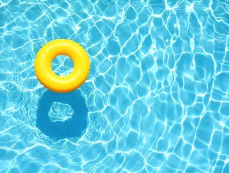 Convocatoria contratación de tres porteros para las piscinas